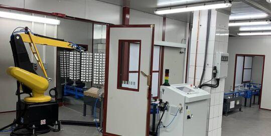 Ardesia ha completato installazione di una linea automatica di verniciatura di tappi in plastica per i cosmetici in Polonia