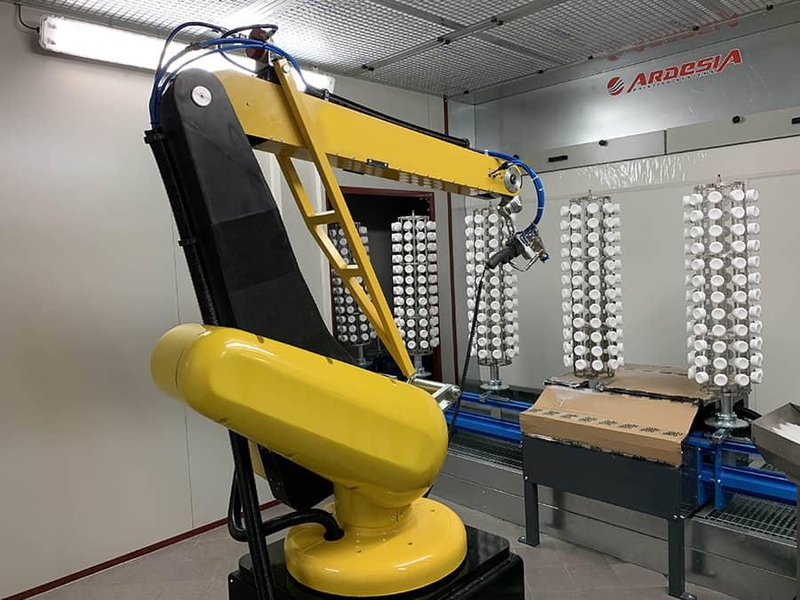 Trasportatore a pavimento, robot antropomorfo, cabina di verniciatura, forno di essiccazione by Ardesia