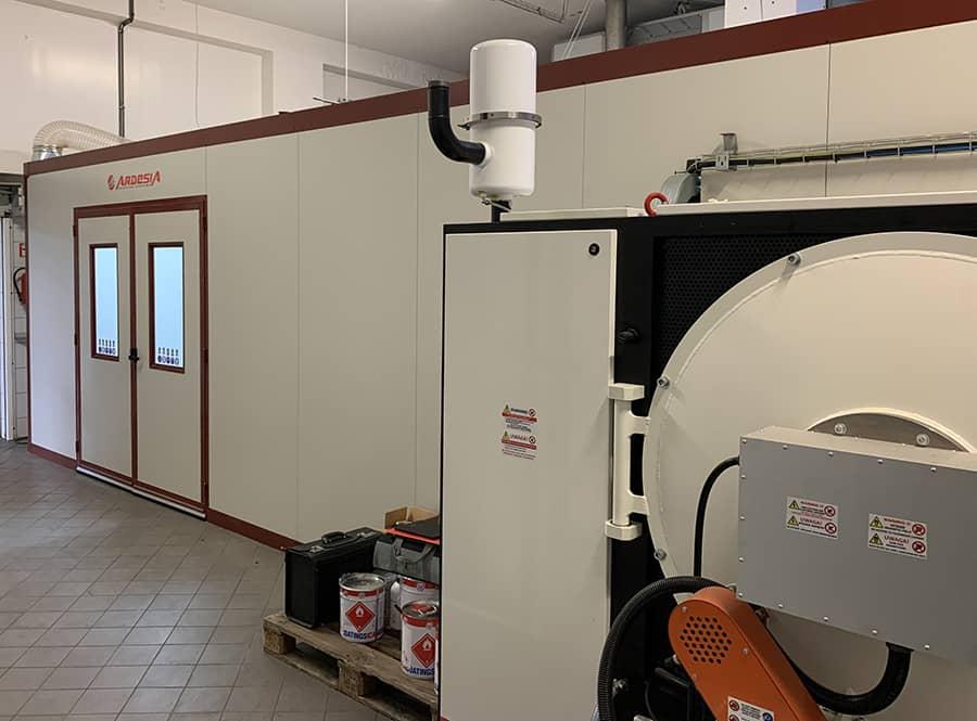 Linea automatica di verniciatura di tappi in plastica per DAFO in Polonia